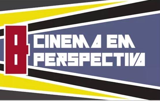 Audiodescrição Sobre fundo azul e letras brancas caixa alta Cinema em perspectiva