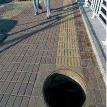 acessibilidade: Piso tátil interrompido por um grande buraco.